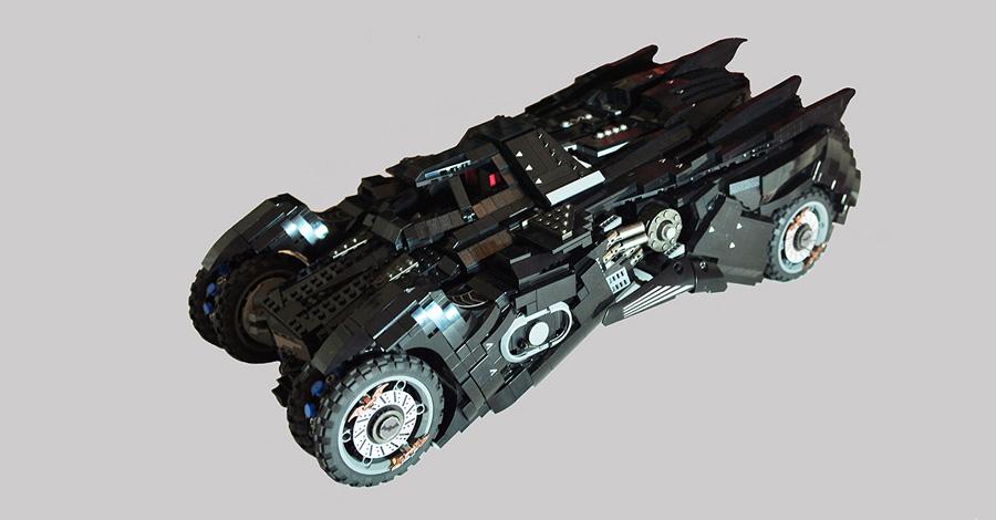 this lego 39 batman arkham knight 39 batmobile has a battle mode. Black Bedroom Furniture Sets. Home Design Ideas